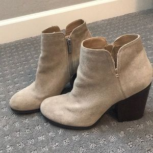 Tan suede Kenneth Cole reaction booties